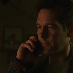 Lang le deja un mensaje de voz a Pym sobre el sueño que tuvo.
