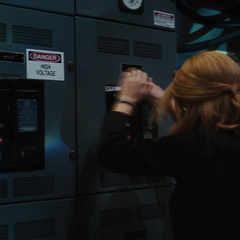 Potts sigue las instrucciones de Stark.