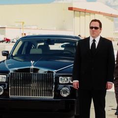Hogan y Potts ven a Stark volver a Estados Unidos.