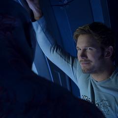 Quill es aconsejado por Drax sobre su relación con Gamora.