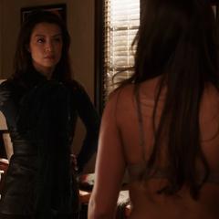 Skye es confrontada por May.