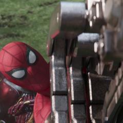 Parker salva de Stark de un golpe de Obsidian.