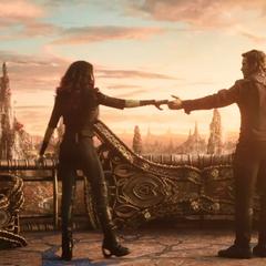 Gamora acepta bailar con Quill.