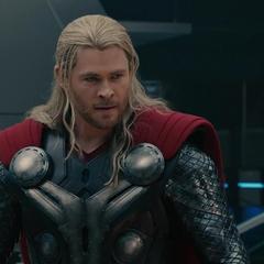 Thor reprende a Stark por crear a Ultrón.