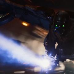 Toomes usa un arma Chitauri.