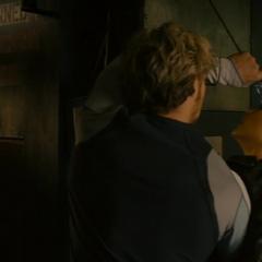 Pietro ayuda a Wanda a escapar de la base.