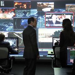 Skye y Coulson se quedan en la base de Hub.