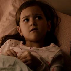 Cassandra le pregunta a Margaret por su padre.