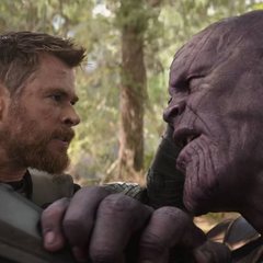 Thanos es empalado por el Rompetormentas de Thor.