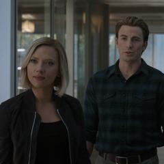 Rogers y Romanoff detienen a Danvers.