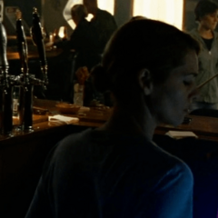 Mila Stromboni como Chica de la barra