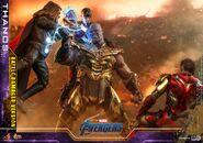 Battle Damaged Thanos Hot Toys 15