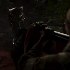 T'Challa ataca a los hombres armados.