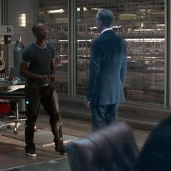 Rhodes confronta a Ross.