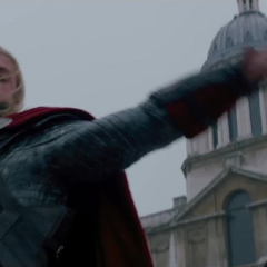 Thor se lanza contra Malekith.