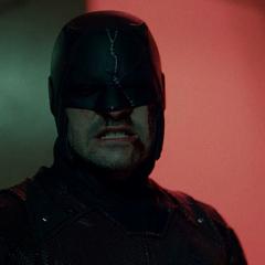 Daredevil derrota a los Perros del Infierno.
