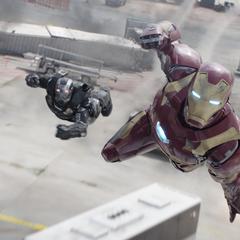 Stark y Rhodes confrontan a Giant-Man.