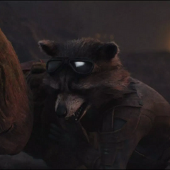 Rocket protege a Groot de los láseres.