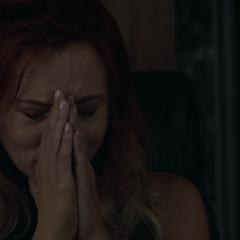 Romanoff llora por Barton.
