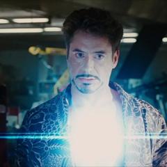 Stark se pone su nuevo Reactor Arc.