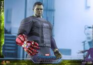 Hulk Nano Gauntlet Hot Toys 11