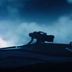 Thor aterriza encima del Quinjet.
