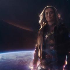 Danvers a punto de viajar con los Skrulls.