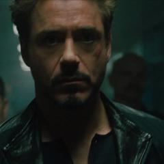 Stark se dirige a la celda de Vanko.