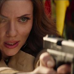 Romanoff antes de asegurar el arma biológica.
