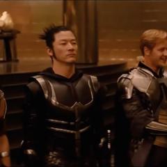 Hogun y los demás esperan la llegada de Thor.