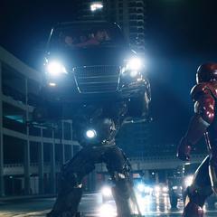 Stark pelea contra Stane en su armadura.