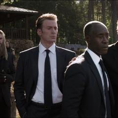 Toda la familia, amigos y aliados de Stark asisten a su funeral.
