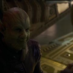 Talos le sonríe a su hija cuando están por escapar de Starforce.