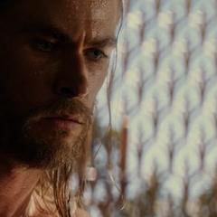 Thor reflexiona sobre el destino que le espera.