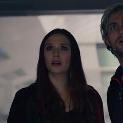 Wanda y Pietro molestos con Ultrón.