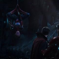 Parker advierte sobre la llegada de los Guardianes de la Galaxia.