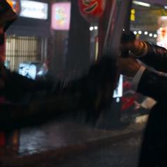 Barton durante el duelo con Akihiko.