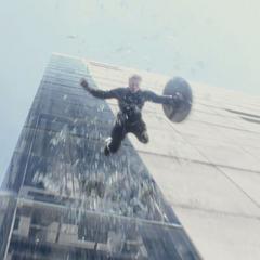 Rogers salta desde el elevador.