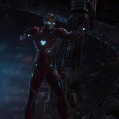 Stark amenazando a Ebony Maw.