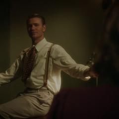 Thompson le habla a Carter sobre el machismo.