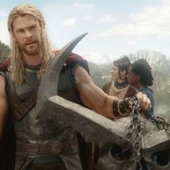 Thor intenta impedir el Ragnarök aprisionando a Surtur.