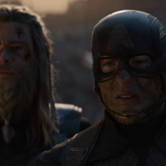 Thor y Rogers ven morir a Stark.