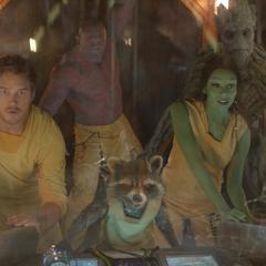 Groot y el equipo escapan del Klyn.