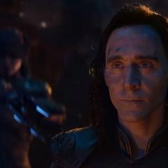 Loki es rodeado por Thanos y la Orden Oscura.
