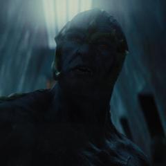 Un Gigante de Hielo se infiltra en Asgard para robar el Cofre de los Antiguos Inviernos.