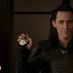Loki le confirma a Thor que no lo está engañando.
