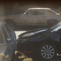 Zemo choca con el automóvil de Karpov.