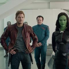 Gamora y el equipo son recompensados por los Nova Corps.