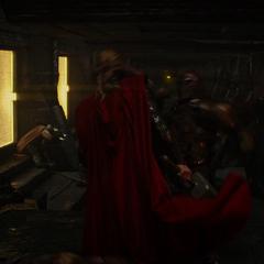 Thor lucha contra los prisioneros.