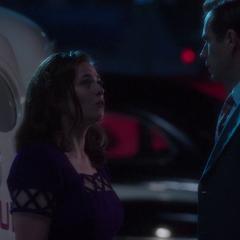 Jarvis se reune con Carter después de la explosión.